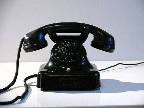 1423708989_telephone_old.jpg