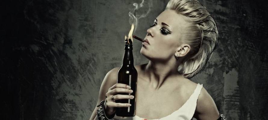 blondes-women-smoke-models-punk-molotov-cocktail-smokes-punk-girl_preview_9830.jpg